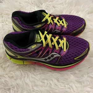 Saucony ISO Triumph Grid Running Trail Sneakers